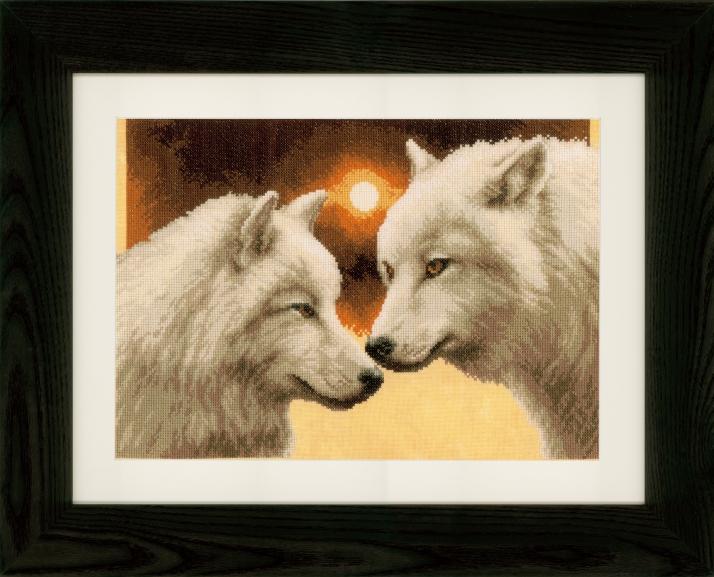 Loups à la pleine lune. Broderie au point de croix.