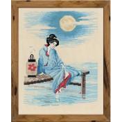 Une japonaise rêveuse, au bord de l'eau par un soir de lune à broder au point de croix.